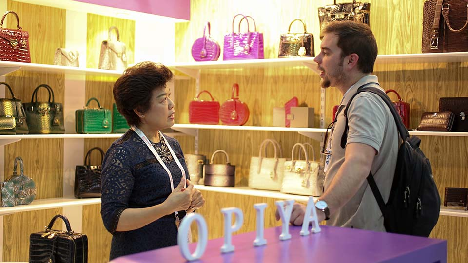 visitors looking at bags by opiya at leatherworld middle east